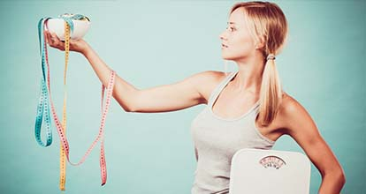 女性と体重計