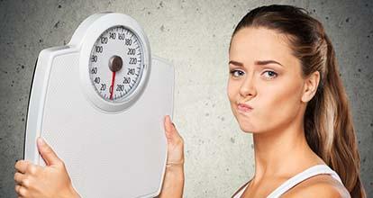 体重計と女性